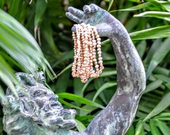 Bracelet in cultured freshwater pearls