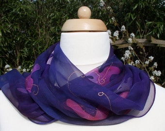 100% silk scarf in purple tones, chiffon. Hand-painted.