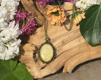 Antique Bronze Plated Pendant Style Necklace with a Light Yellow Honeycomb Effect (N033)