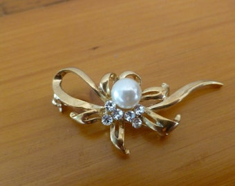 Vintage Ribbon and Bow Brooch with Faux Pearl and Rhinestones Gold Tone