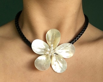 White Freshwater Pearl and Shells Flower Choker