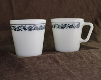 Vintage Pyrex Old Town Blue coffee mug (2)
