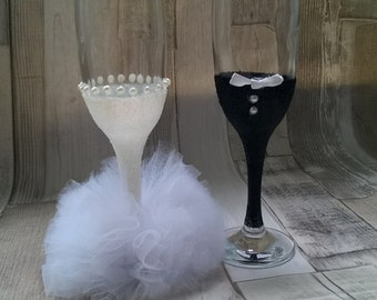 Bride and groo champagne glasses
