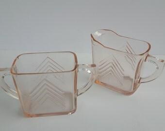 Art Deco Hazel Atlas Chevron Pattern Pink Depression Glass Creamer and Sugar Bowl / Crémier et sucrier verre dépression rose motif chevron