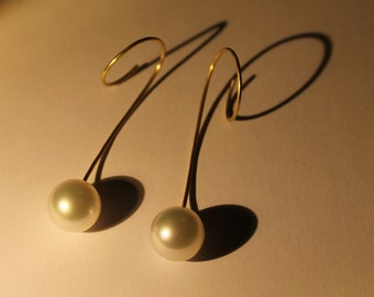 Earrings, South Sea pearls, 750 yellow gold