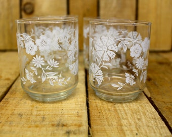Dainty {Vintage} Juice Glasses with White Flowers - Juice Glasses - Small Glasses - 1950s - Set of 4