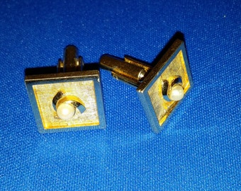 Vintage 1950s Goldtone Square Cufflinks with Pearl Inset