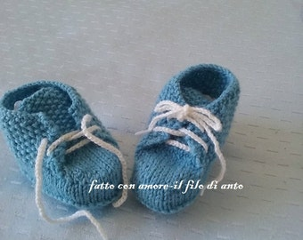 Baby wool booties with laces