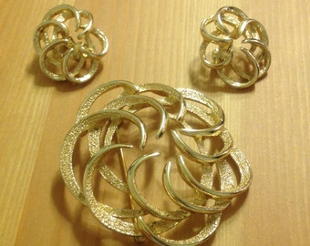 Gorgeous Vintage Sarah Coventry Pin and Earrings Set