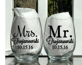 Customizable Mr and Mrs wine glasses, Mr and Mrs, Personalized wedding gift, Engagement gift, Wedding gift, Anniversary gift