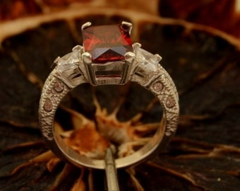 ALEXIS Silver Ring With Garnet