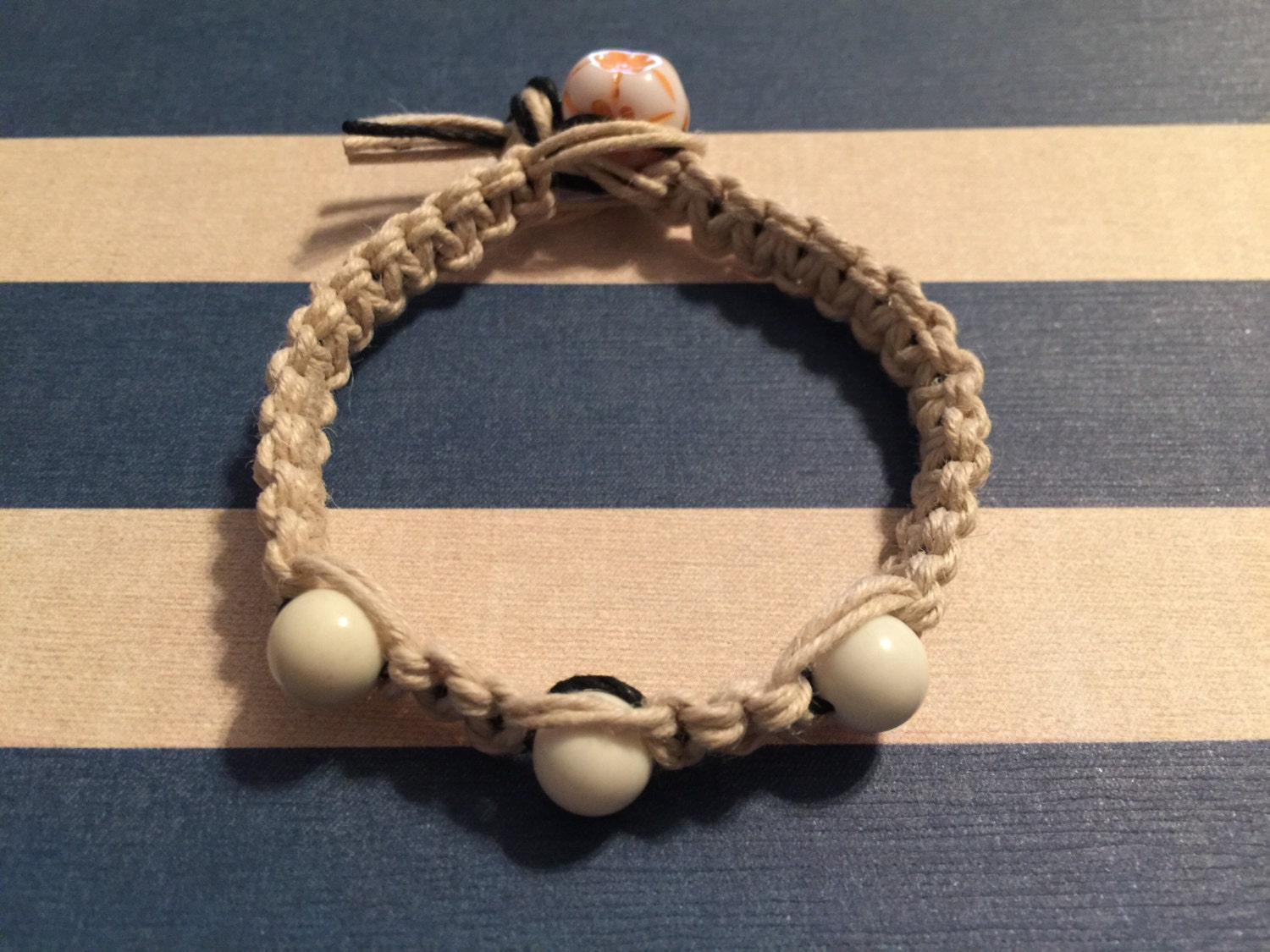 beaded hemp bracelet with flower ending bead