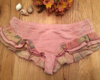 Stretch cotton knickers and ruffles