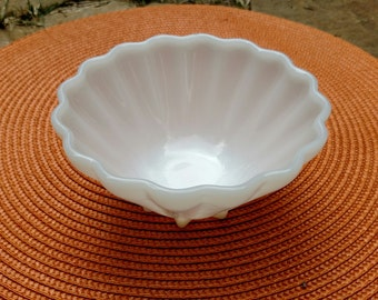 Adorable Clam Shell Milk Glass Ice cream dishes