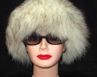 Superbe chapeau de fourrure de  renard blanc/Superbe white fox  fur hat .
