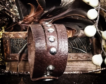 """Leather wristband """"Acep"""" 3 strands with rivets"""