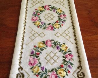 Floral Crowning Glory - Table Runner