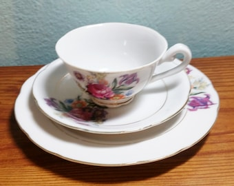 SALE!!! Small Teacup Saucer and Plate Set - Vintage Teacup & Saucer Set - Child Size Teacup