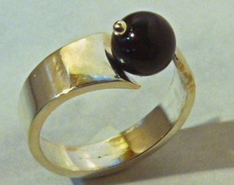 Ring from 925 sterling silver and Onyx ball