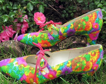Vintage Never Worn Floral Heels by Howard Fox. SIze 7 or 7.5