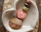 Rosy / Ceramic Pendant and Bead Set