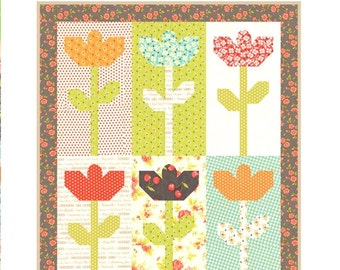 MINI Daisies quilt pattern wall hanging from Fig Tree and Co.