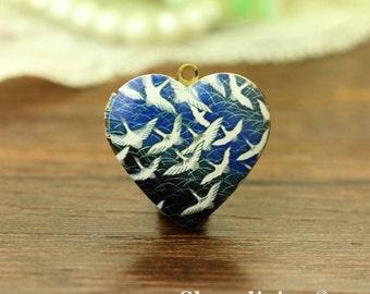 1pcs Flying  Grey Goose  Heart Locket Necklace, vintage Geese Locket Charm Pendant, Antique Bronze Brass Locket - HLK909L