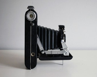 Kodak Vigilant Junior Six-20, Vintage Folding Camera, 1940s Kodak Camera, Black Bellows, Photography Equipment, Industrial Man Cave Decor
