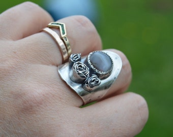stories of the green and growing - three roses saddle ring