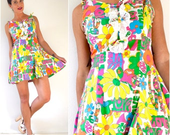 SPRING SALE/ 20% off Vintage 60s 70s Flower Power Mini Dress (size medium, large)