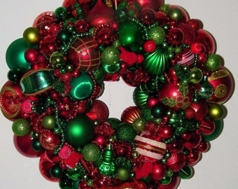 Vintage Red Green Christmas ornament wreath Germany Glass 16798 Shiny Brite