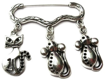 Cat and mouse charm silver tone brooch/pin
