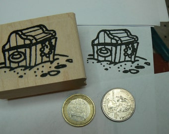 P96 Larger pirate treasure chest rubber stamp.