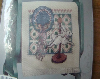 "KIT Country Quilt Cross Stitch Kit ""Bunny with Hat Quilt Background"""