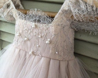 Ballade del Vientre Blush Flower Girl Dress