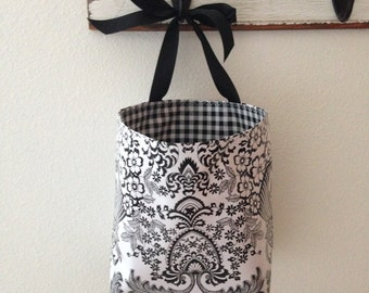 Beth's  Paradise Oilcloth Car Trash Bag Hanging Receptacle With a Ribbon Tie