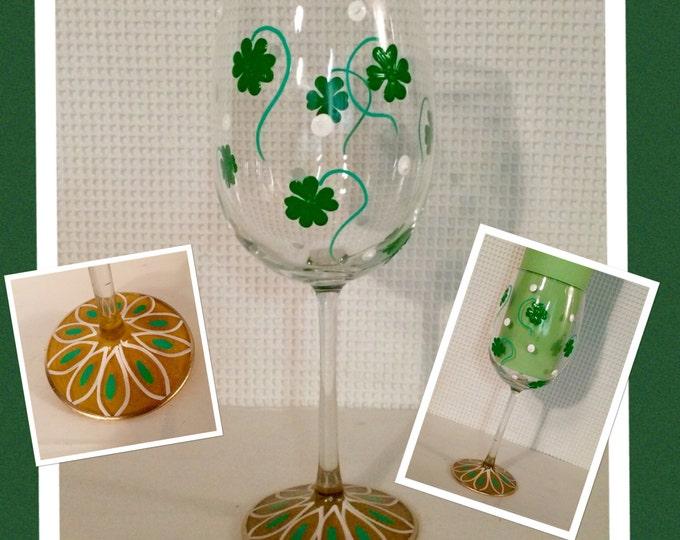 Shamrock wine glass // St. Patrick's day wine glass // Irish wine glass