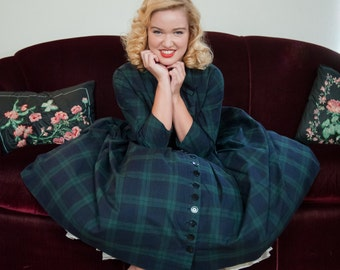 Vintage 1950s Dress - Smart Navy Blue and Green Plaid Nubby Cotton Full Skirted 50s Day Dress