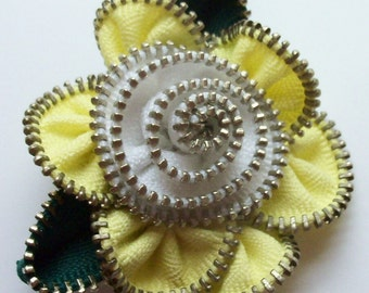 Yellow and White Floral Brooch / Zipper Pin by ZipPinning 3011