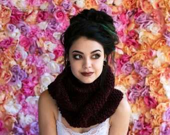 Maroon Chunky Knit Cowl, Merlot Cowl, Knitted Infinity Scarf, Maroon Knit Circle Scarf, Hand Knit Cowl