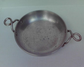 Vintage Hallite Pan Twisted Handles 2107 Wear Ever  7.5 inches