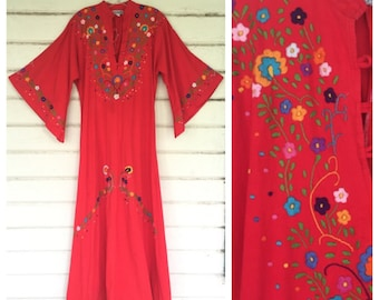 VINTAGE 1970s Hand embroidered angel sleeve Mexican caftan