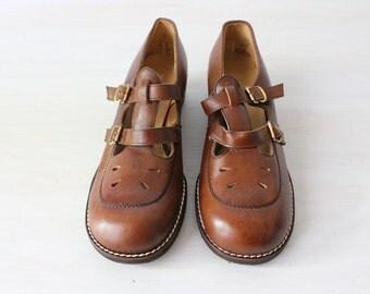Mary Jane Shoes / 1960s Shoes / 60s Mary Jane's / Leather / Size 9 Euro 39-40 UK 7