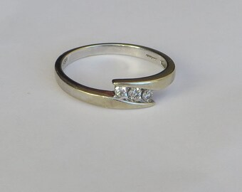 Sparkly Triple Diamond Vintage Band Ring in solid 10K white gold, size 7, free US first class shipping