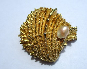Vintage Gold Tone Seashell Faux Pearl Brooch Pin Signed Castlecliff Sea Shell Ocean Nautical Jewelry