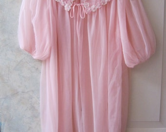 Vintage 50s powder pink sheer short robe, retro light pink nylon short robe, pouf sleeves sz Small pink peignoir robe, boudoir lingerie