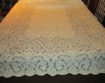 Nice Vintage 1940s/50s Elegant Ivory 61x86 Machine Net Lace Tablecloth