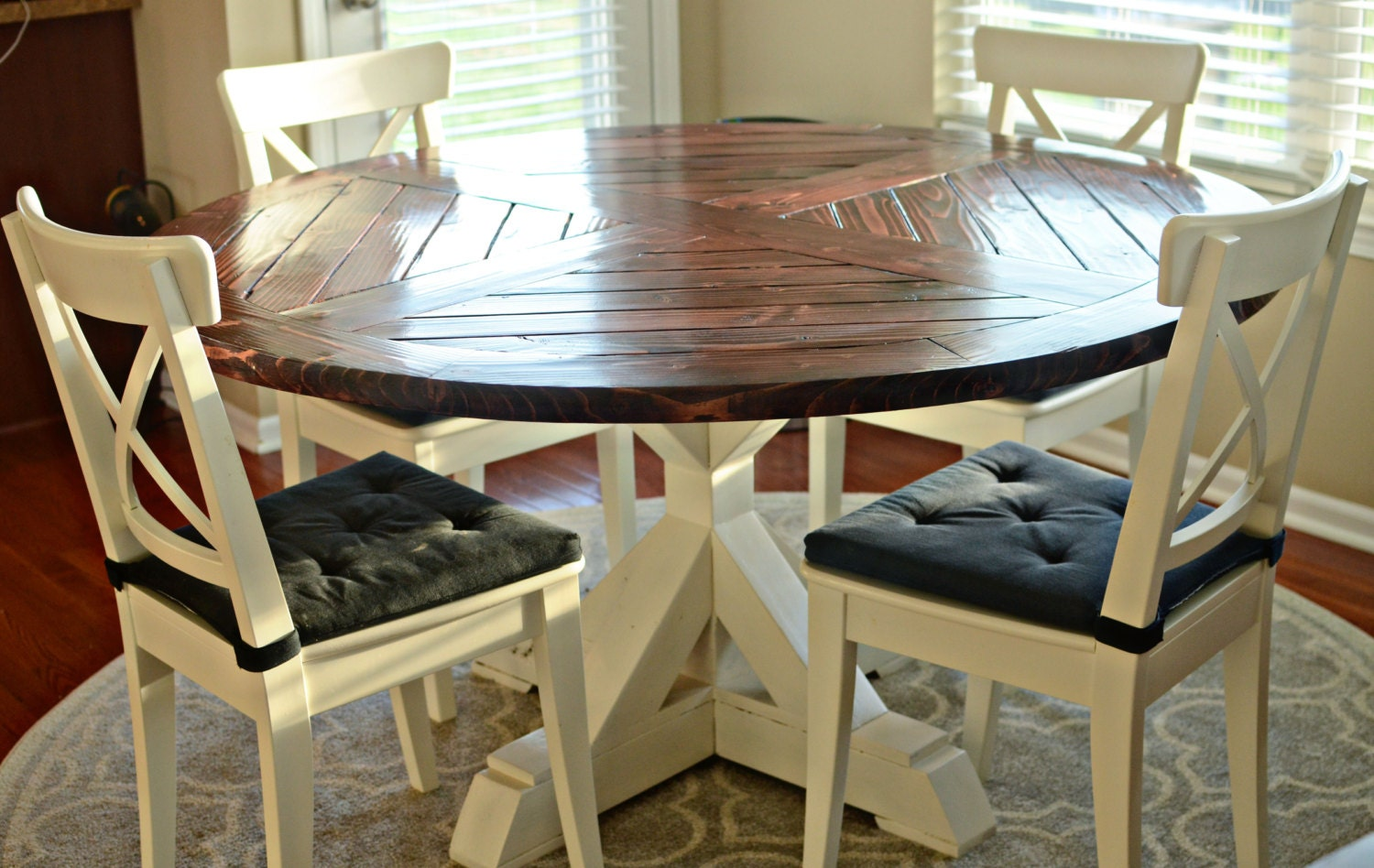 Bench Dining Tables: Solid Wood Round Dining Table