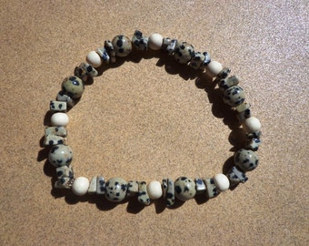 Bracelet Dalmatian Jasper Gemstone Chips and Beads with White Wood Beads on Elastic Cord 7.5 Inches, Stress Relief Stone, Protection Stone