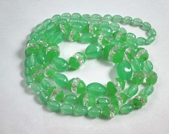 Green Vaseline,Uranium Glass Necklace, Sautoir, Art Deco 1920, Glows In The Dark